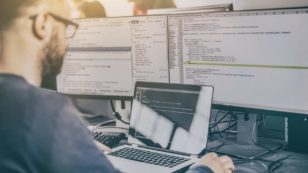 Full Stack Developers vs. Specialized Developers: Whom Should You Hire?